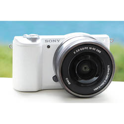Aparat foto Mirrorless A5100LB 24.3MP, White + Obiectiv Sony SELP1650, 16-50mm, Silver