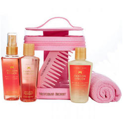 Victoria's Secret Set cadou Passion Struck Nourishing spray de corp 60ml + crema de corp 60ml + gel de dus 60ml