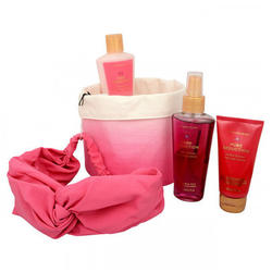 Victoria's Secret Set cadou Pure Seduction Nourishing spray de corp 125ml + crema de corp 60ml + lotiune de corp 125ml